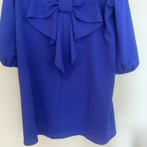 Bow dress with open sleeves